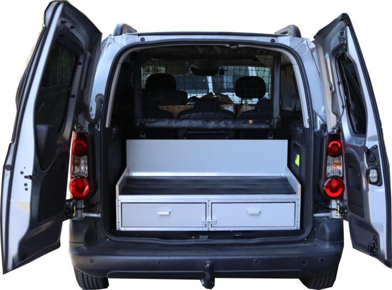 """מגירות לרכב מסחרי ברלינגו מגירות פלסטיק לרכב מסחרי   פתרונות זיווד לרכב   מגירות לרכב מסחרי מגירות לרכב מסחרי , זיווד מרצדס ויטו מסחרית במגירות שליפה מלאה של 100 ס""""מ ובגבהים משתנים בהתאם לדרישות לקוח. מגירות לרכב עם חלוקה פנימית , חלוקת מגירות עם תאי פלסטיק בגדלים שונים הניתנים לחלוקה פנימית עם חוצצים בהתאם לגדלים של מוצרי הלקוח. מגירות לרכב עם מסילות שליפה מלאה , מסגרת זיווד המגירות עשויה מפרופילי אלומיניום לחוזק מירבי ובמשקל מינימלי. תכנון פנימי של סדנת עבודה ברכב מסחרי לטכנאי שטח זיווד רכבים   זיווד לרכב   פתרונות זיווד לרכבים   דיגום רכבים   מגירות לרכב   מגירות אחסון לרכב   כמה עולה זיווד לרכב   פתרונות אחסון לרכב   זיווד רכבים מסחריים   זיווד לרכב ברלינגו   זיווד לרכב מסחרי   מגירות לרכב מסחרי   פתרונות אחסון לרכב עבודה   מגירות לרכב מחיר   זיווד   זיווד רכב   איחסון רכב  מידוף   מידוף רכבים   פתרונות איחסון   ארגז רכב   מגירות לרכב   ציוד זיווד   ציוד איחסון   מדפים לרכב   זיווד נשלף לרכב   מזוודות ודיפונים לרכב   דיפון רכב   זיווד טנדרים   זיווד דאבל קאבינה   זיווד לרכב מסחרי   זיווד לטנדרים   זיווד סיטרואן ברלינגו   זיווד רנו מאסטר   זיווד רנו קנגו   זיווד פיאט דוקטו מגירות לרכב מסחרי ברלינגו   מגירות לסיטרואן ברלינגו   זיווד סיטרואן ברלינגו   זיווד רכבים / זיווד ברלינגו במגירות בגבהים שונים בעומק של 70 ס""""מ   מגירות לרכב   מגירות אחסון לרכב   מערכות מגירות שליפה מלאה עם מסילות טלסקופיות   חלוקה פנימית של מגירות לרכב מגירות לרכב מחיר / בניית מגירות לרכב / כמה עולה זיווד לרכב / פתרונות אחסון לרכב / מידוף לרכב מסחרי / פתרונות זיווד לרכב   זיווד רכבים   זיווד לרכב   פתרונות זיווד לרכבים   דיגום רכבים מגירות לרכב   מגירות אחסון לרכב   פתרונות לסידור ארגון זיווד רכב תוך ניצול מקסימלי של נפח האחסון, חלוקה וגישה נוחה של הציוד ברכב זיווד מודולרי   פתרונות אחסון לרכב פתרונות אחסון לרכב   מגירות אחסון לרכב   פתרונות זיווד לרכב מגירות טלסקופיות לרכב, מערכות מגירות שליפה מלאה עם מסילות טלסקופיות עד לאורך מטר מגירות ארונות פלסטיק לרכב מחיר מגירות לרכב   מחיר זיווד רכב """